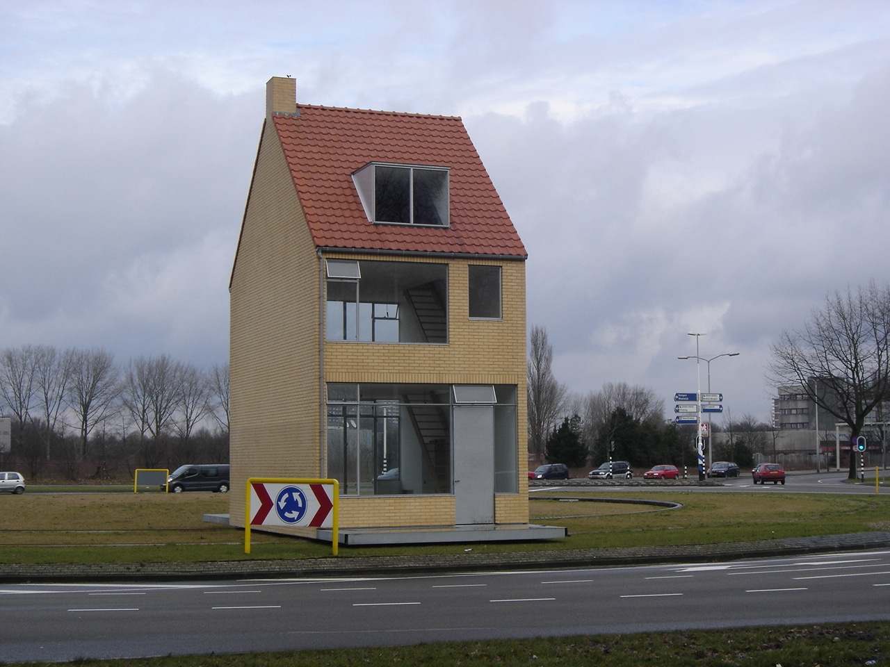 Tilburg - Rotating house on roundabout