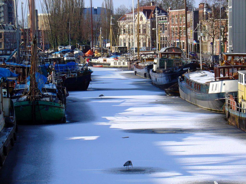 http://commons.wikimedia.org/wiki/File:Noorderhaven_in_Groningen_in_de_winter.jpg